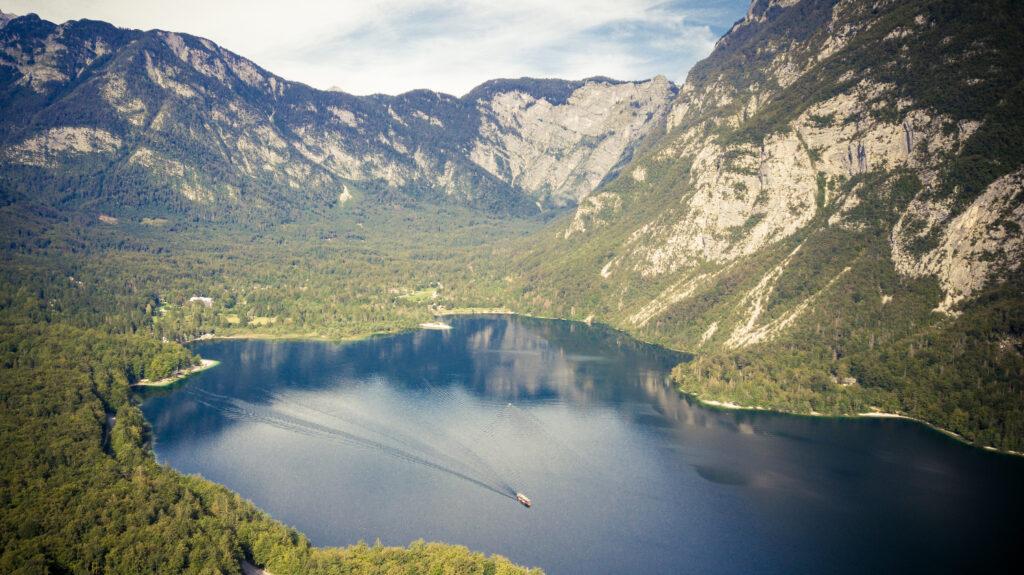 Le lac de Bohinj vu du ciel, Slovénie